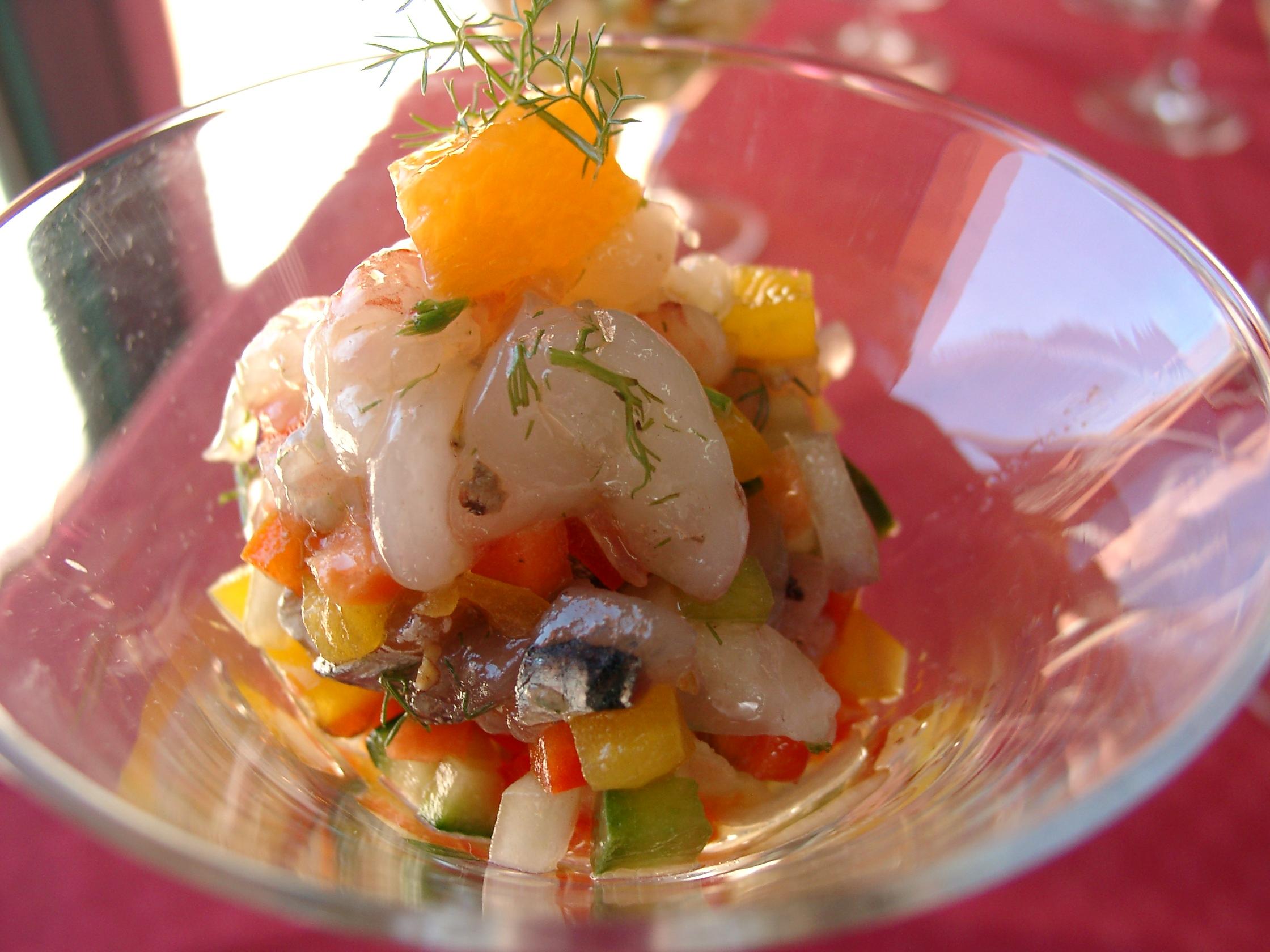 Trilogia sisiliana  di pesce marinato con cruditè di caponatina all'agro