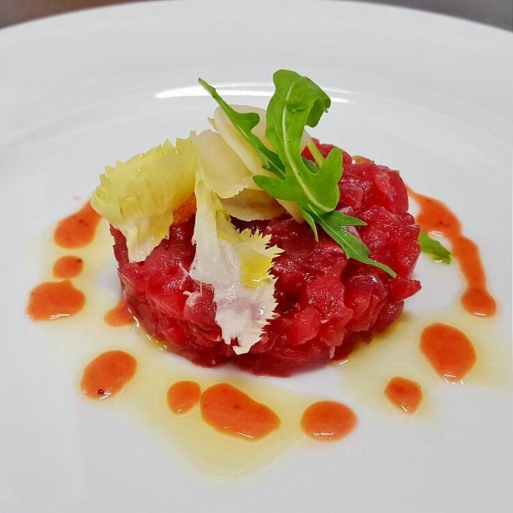 Tartare di tonno con dressing di fragole di Cassibile e zenzero