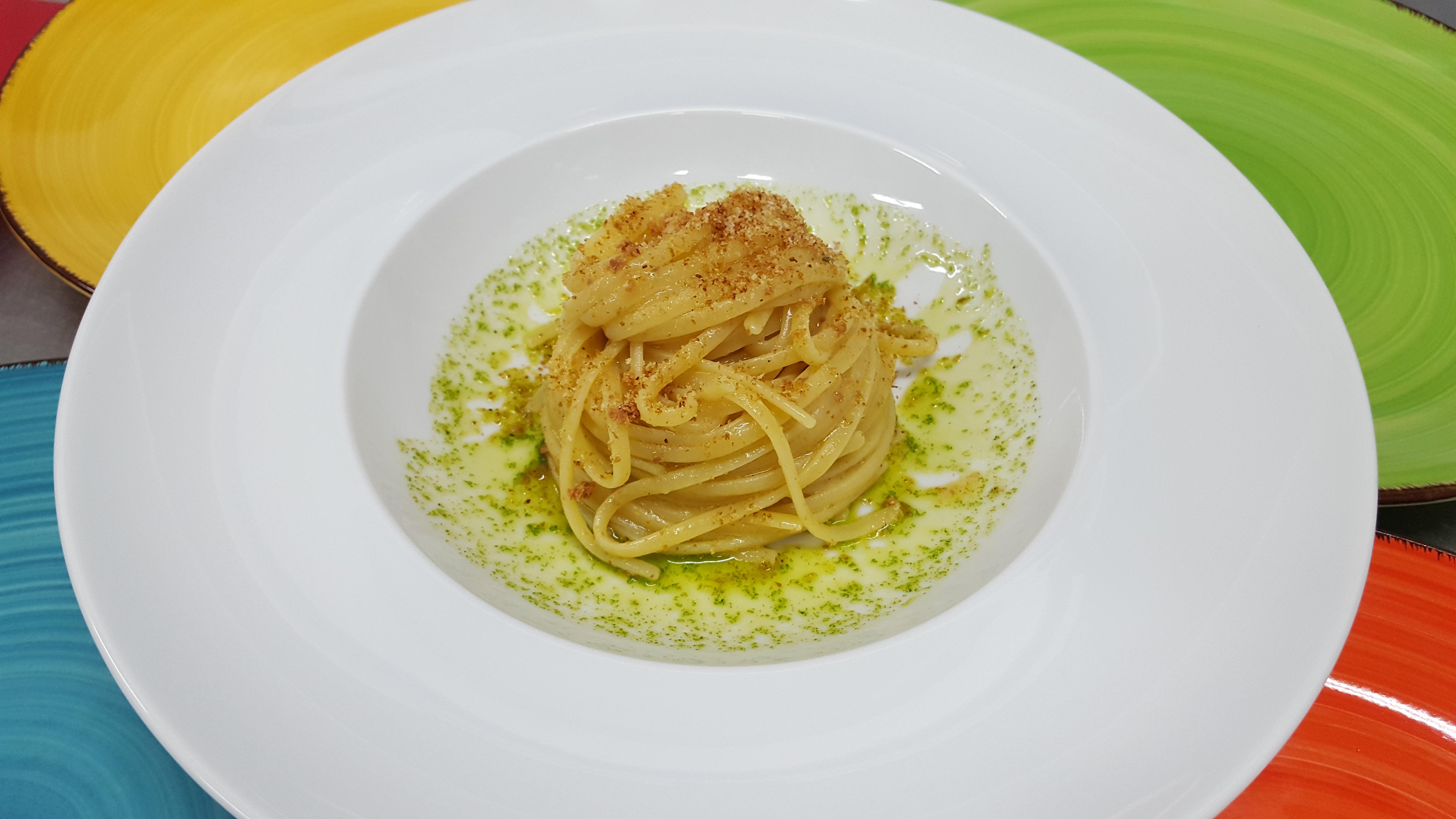 Linguine di Gragnano con bottarga di tonno,limone e pane tostato