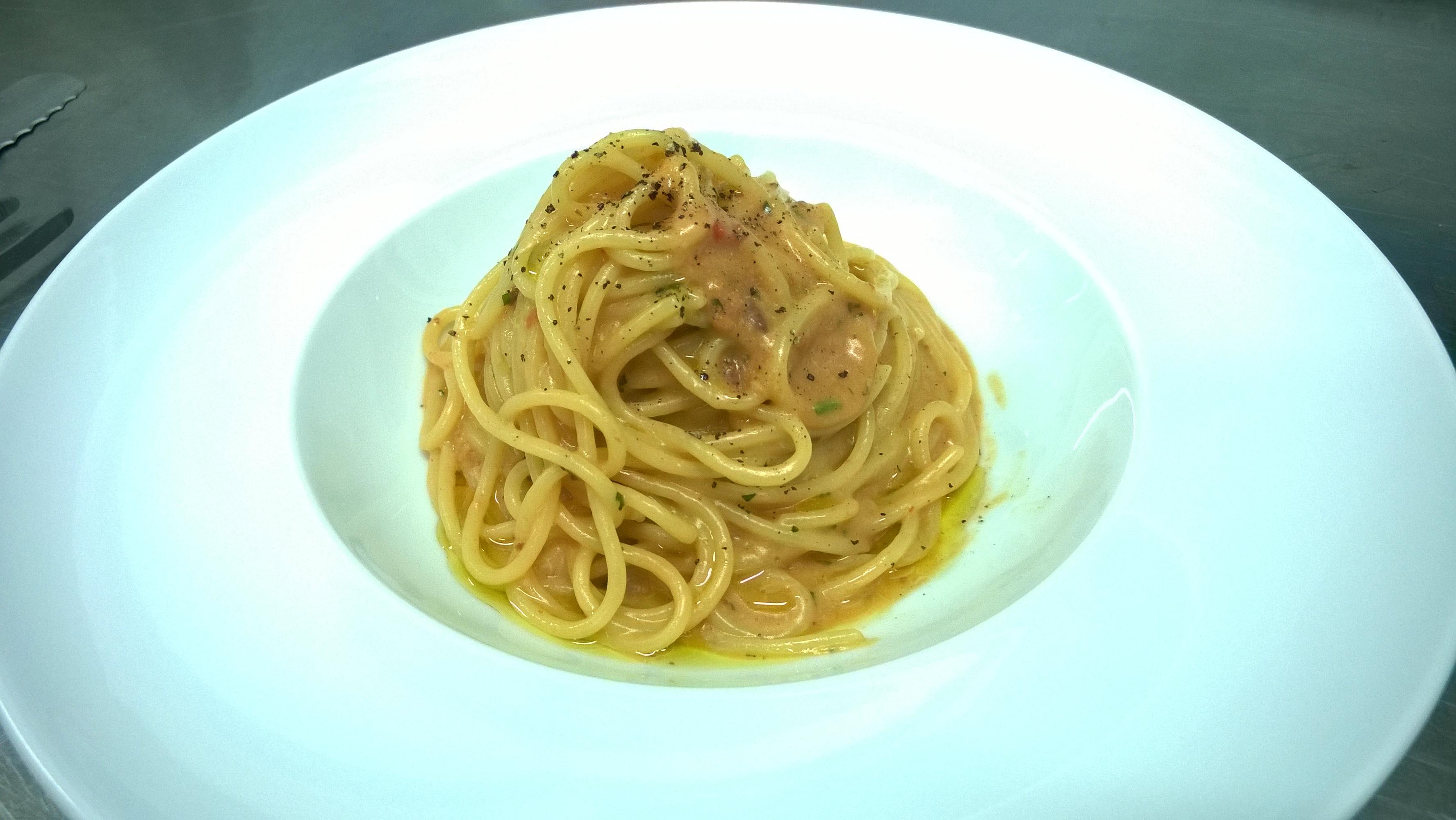 Spaghetti mantecati con uova di ricci di mare Varco23 Plemmirio