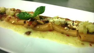 Paccheri-con-capperi,olive-e-pinoli,pomodoro-secco-e-fondente-di-zucchina-sett'anni