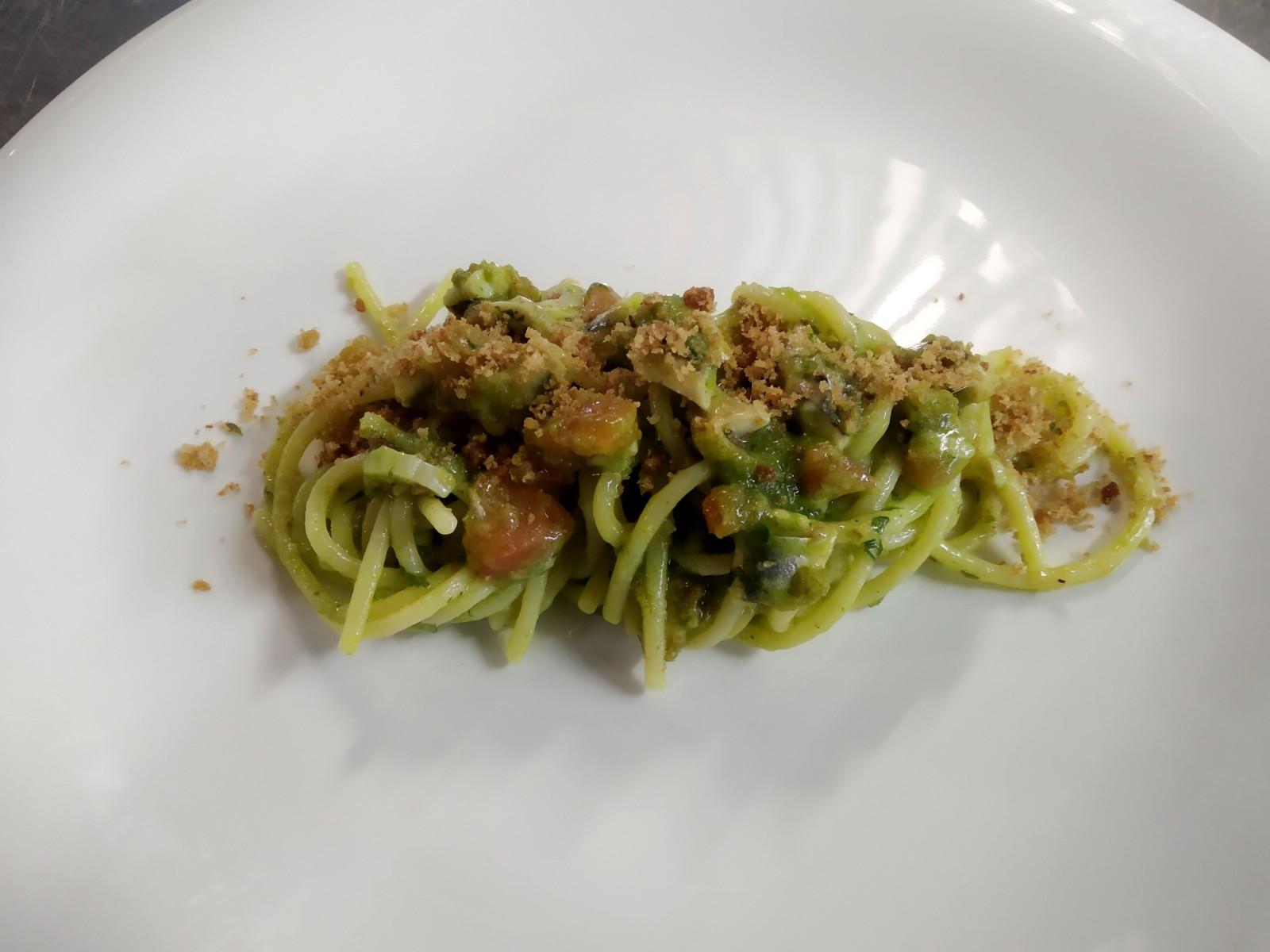 Spaghetti Gentile con alici,crema di finocchietto e pesto di pinoli