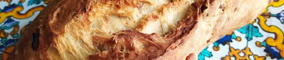 Pane di semola con datteri,rosmarino e pinoli